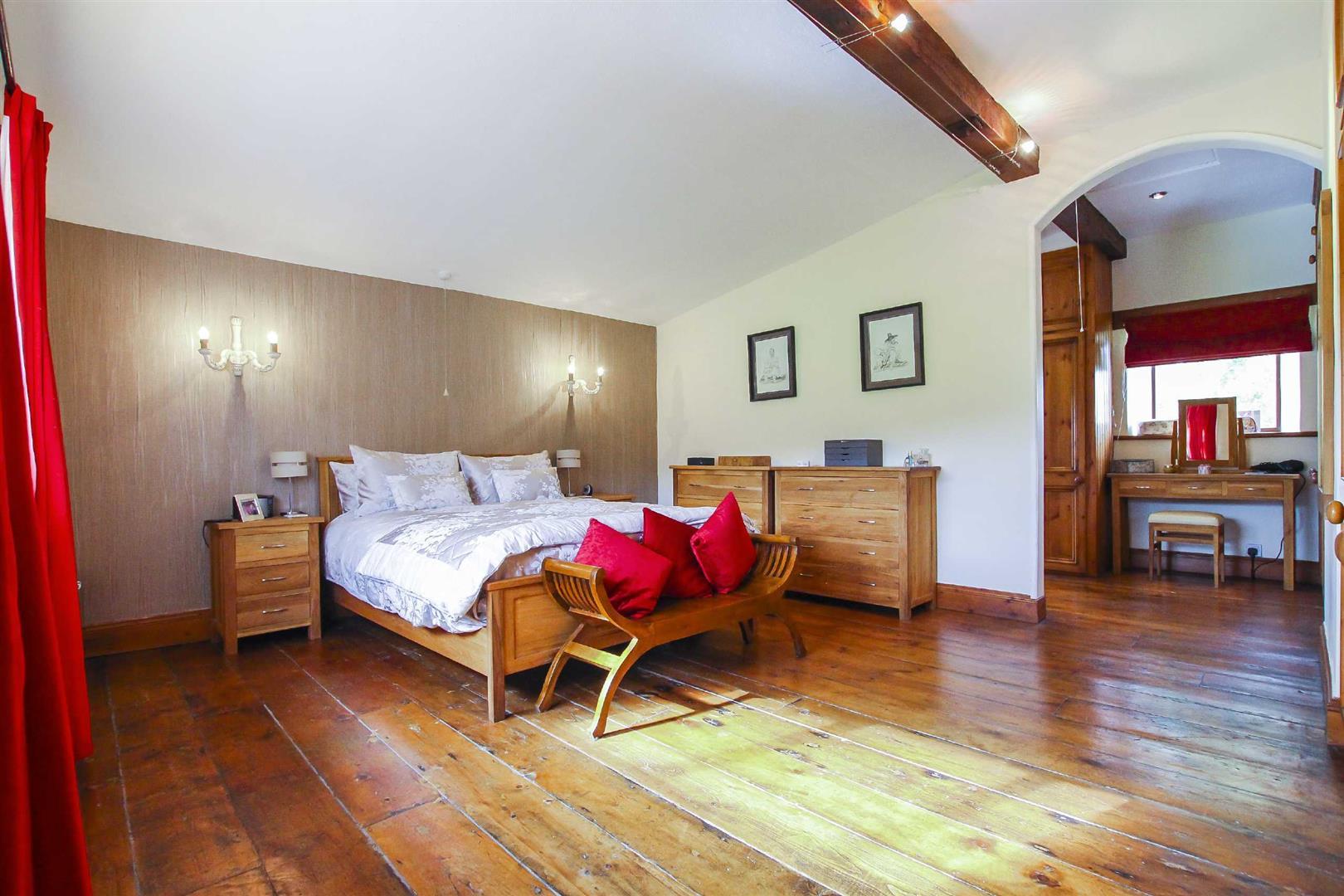 5 Bedroom Barn Conversion For Sale - p026519_05.jpg